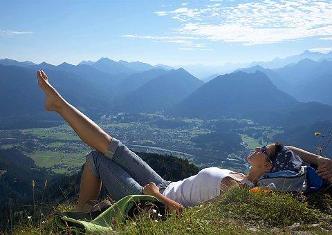 Genießen Sie die warmen Sonnenstrahlen in der Naturparkregion Lechtal-Reutte