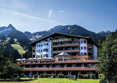 Das rustikale Naturhotel Lechlife in Tirol läd Sie zum Yoga Urlaub ein