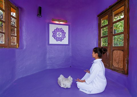 Meditation in der Chakra Sound Therapy Chamber
