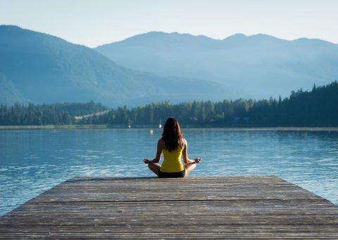 Yoga und Meditation an den schönsten Orten der Welt auf Reisen üben