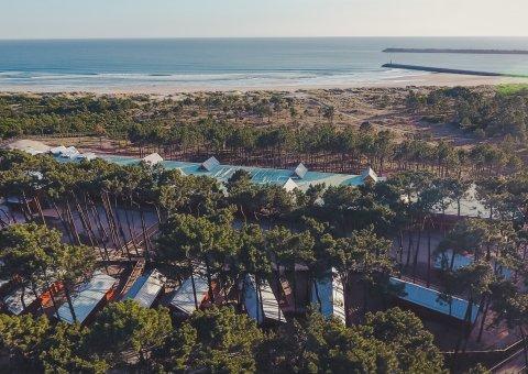 Eingebettet in einen Wald aus hochgewachsenen Pinien, steht das Feel Viana Hotel