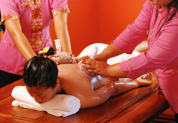 Indonesien Bali Zen Resort Ayurveda Massage Synchron