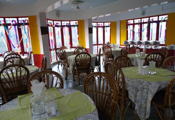 Indien Rundreise Nordindien Anandlok Resort  Rishikesh Restaurant Essen