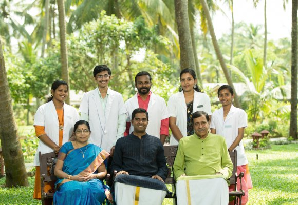 Ayurveda Kur Indien Kerala Sitaram Beach Retreat Ärzte Team
