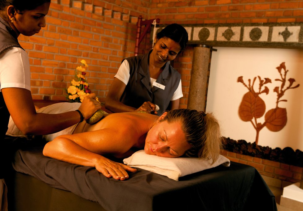 Indien Süd Kerala Nattika Beach Resort Synchronmassage Rücken Massage Ayurveda